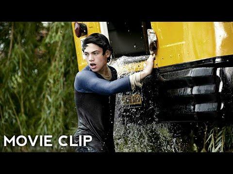 Superman Save Bus Scene | Man Of Steel ( 2013 ) Movie Clips Tamil