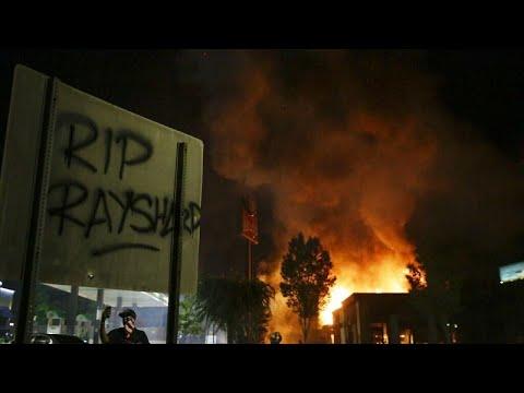 Ατλάντα: Νεκρός αφροαμερικανός από πυρά αστυνομικού – Παραιτήθηκε η αρχηγός της αστυνομίας…