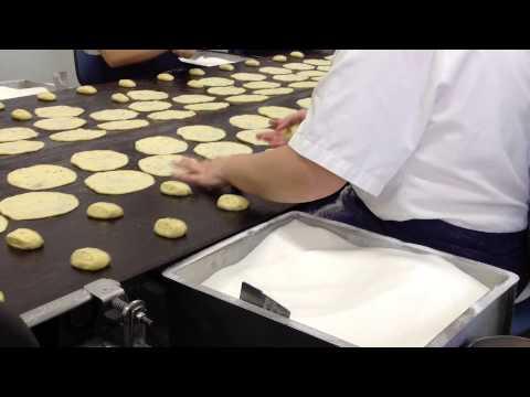 Elaboración de las tortas de aceite Inés Rosales (видео)