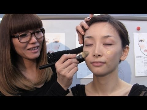 mac - I found it difficult to add a translation to this long video, so you won't be able to get the words. But you can see the products that I'm using and the touc...