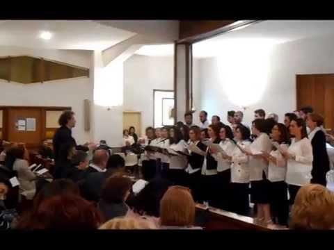 Il regalo della comunità dei S.S. Medici a Mons. Savino: il canto 'Charitas Christi urget nos'