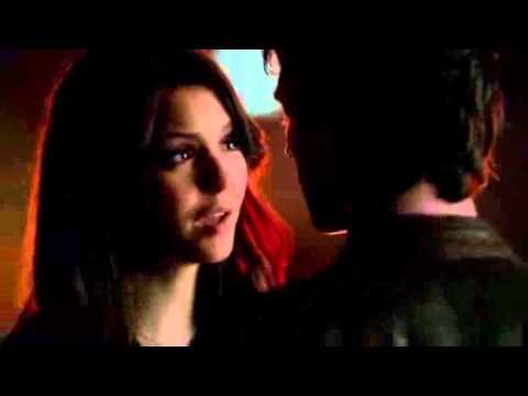 Vampire Diaries - Damon & Elena kiss 4x17