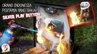 Video 2 DARI INDONESIA!!  11 YOUTUBER YANG MERUSAK PLAY BUTTON DARI YOUTUBE MP3, 3GP, MP4, WEBM, AVI, FLV April 2019