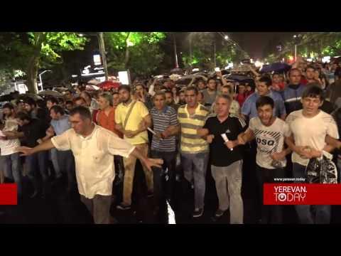 Անհնազանդության ակցիա. Ցույցի մասնակիցները փողոց փակեցին - DomaVideo.Ru