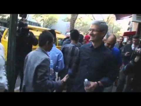 Apple CEO Tim Cook - At the Apple store in Palo Alto, California, CEO Tim Cook made a surprise visit to the many iPhone fans waiting to upgrade to the new 5S or 5C models. (Sept....