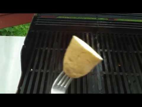 只要烤肉前做這個動作,就再也不怕把食物烤焦了!中秋烤肉必學!