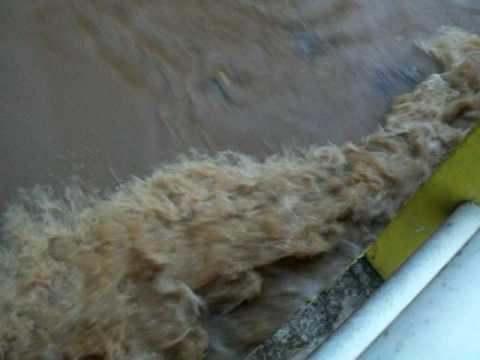 Rio São Domingos , antes da enchente em Pindorama.MOV
