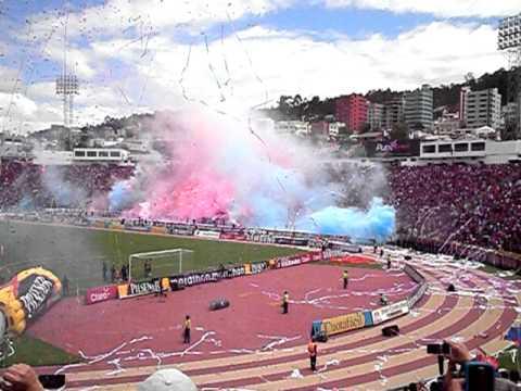 DEPORTIVO QUITO CAMPEON 2011 RECIBIMIENTO - Mafia Azul Grana - Deportivo Quito