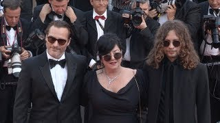 Video Joaquin Phoenix and director Lynne Ramsay on the red carpet in Cannes MP3, 3GP, MP4, WEBM, AVI, FLV Mei 2017