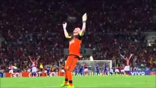 A) Paulinho, contra a Chapecoense B) Luiz Antonio, contra o Cruzeiro C) Gabriel, contra a Ponte Preta. Comente com a letra do...