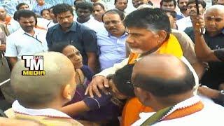 Video చంద్రబాబు మానవత్తం చుడండి CM Chandrababu behaviour with tirumala workers MP3, 3GP, MP4, WEBM, AVI, FLV September 2018