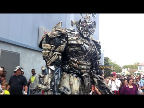megatron - Megatron from Transformers made his in-park debut outside the still under construction Transformers: The Ride 3D on March 31, 2013. Subscribe to our YouTube ...
