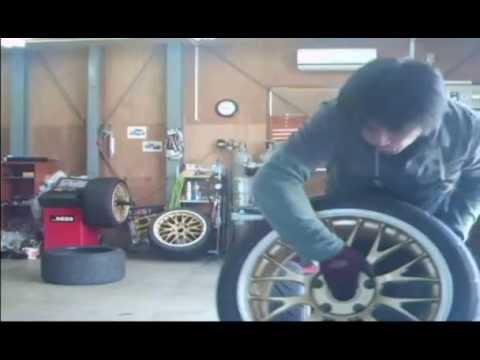 tire-fitter porsche 295/30R18&235/40R18 ADVAN A048