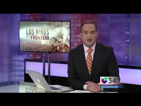 Univision en el museo con René Corado El Lustrador y niños inmigrantes