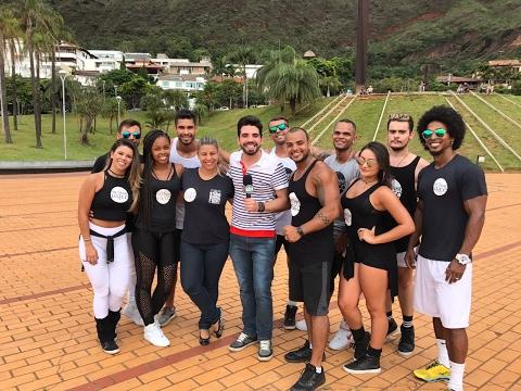 """Aprenda a coreografia do hit do Carnaval """"Deu Onda"""""""