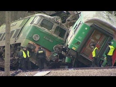 15 قتيلاً في حادث تصادم قطارين في بولندا - فيديو