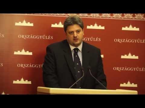 A kormány kapitulált az EU előtt az alkotmánymódosítással