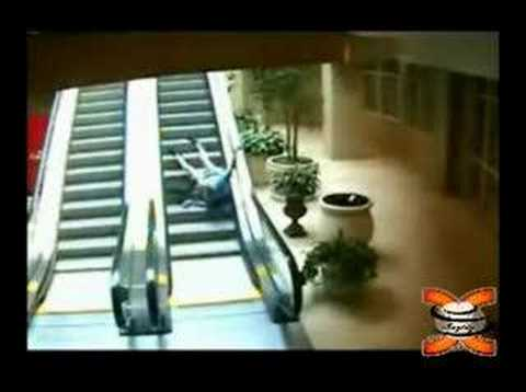 Old Man Falls Up Escalator Videou