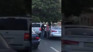 Hombre abofetea otro por discusión de tránsito en Santiago