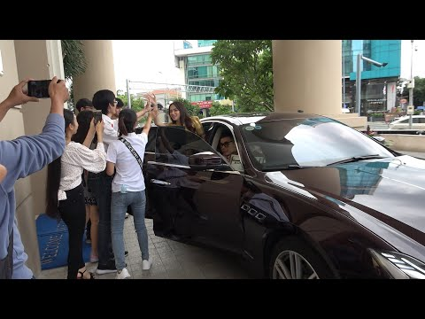 Hương Giang đi siêu xe 8 tỷ do bạn trai Matt Liu tặng; Sam, Ngân Khánh... đến chúc mừng Ngô Kiến Huy
