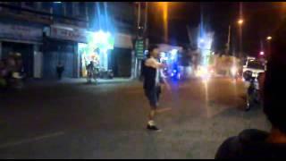 Thapsanguocmo Org   Chàng Trai Cụt Chân Nhảy Hip Hop đường Phố