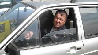 Истеричное быдло и спокойный полицейский