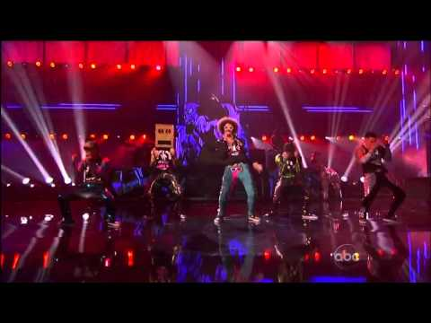 Party Rock Anthem/Sexy And I Know It (With Keenan Cahill, LMFAO, Justin Bieber & David Hasselhoff)