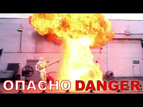 他將2公升水倒入攝氏350度的熱油裡看看會發生什麼事…真的有嚇一跳的感覺!