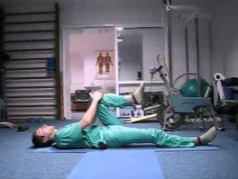 Rosyjski chirurg pokazuje kilka ćwiczeń, które pozwalają usunąć ból kręgosłupa.