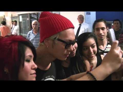 Video 141030 ONE OK ROCK en ARGENTINA - Llegada al Aeropuerto de Ezeiza download in MP3, 3GP, MP4, WEBM, AVI, FLV January 2017