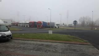Polscy kierowcy ciężarówek oddają hołd zamordowanemu koledze w Berlinie !
