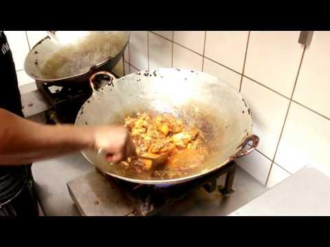 zo maak je surinaamse bruine bonen met kip en rijst