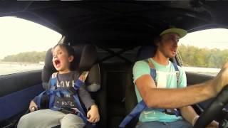 Ojciec zabiera syna na tor i pokazuje mu jak się powinno driftować!