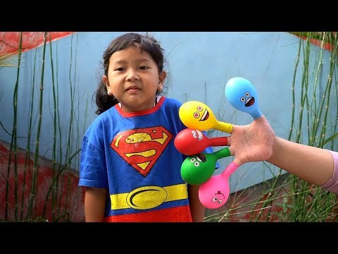 Keysha Bermain Mengisi Air Dalam Balon Daddy Finger Nursery Rhymes   Learn Colors With Balloons