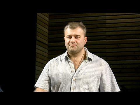 Пореченкову во время спектакля бросили на сцену пистолет