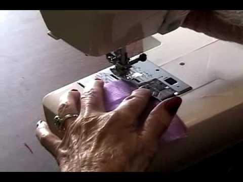Comment faire un ourlet roulott sur un tissu fin vid o l 39 atelier d - Faire un ourlet de rideau a la main ...