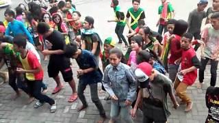MENGHITAMreggae live @gor sidoarjo tertanam cover