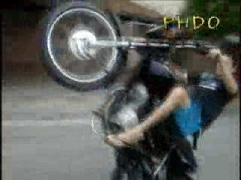 Arlinho em uma roda(desembola) de moto cg - 125