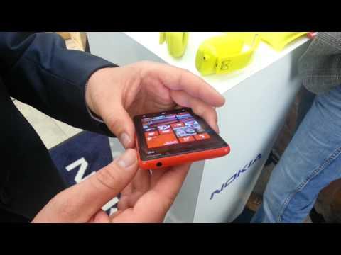 Nokia Lumia 820 z Windows Phone 8 i wymiennymi obudowami