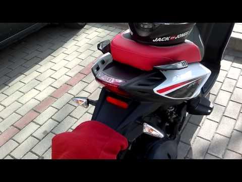 Aprilia sr motard 125 cc.
