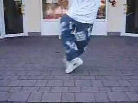 Ребята хорошо танцуют crip walk