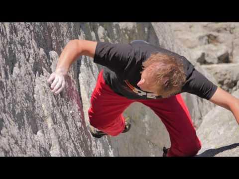 VIDEO: Janusz Gołąb lezie neistené sólo 200-metrovou stenou na Zamarłu Turniu