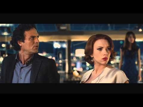 Avengers: Age of Ultron (Featurette 'No Strings Attached')
