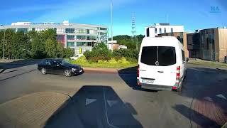 Hamowanie klaksonem i wjazd prosto w BUSA