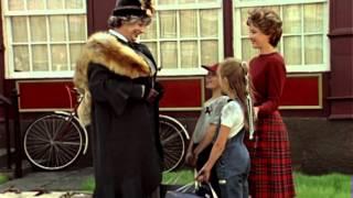 Первая серия фильма «Мэри Поппинс, до свидания»./nМузыкальный телефильм по мотивам повести английской писательницы П.Трэверс. Добрейшая красавица няня Мэри П...
