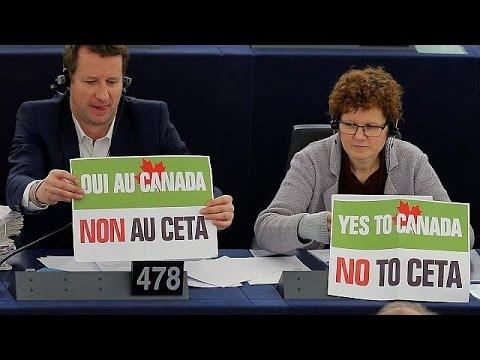 CETA: Παράθυρο ακύρωσης ψάχνουν οι πολέμιοι της εμπορικής συμφωνίας με τον Καναδά