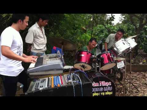 Ban nhạc cây nhà lá vườn