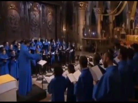 Notre-Dame Midnight Mass: Il est né, le divin Enfant  (French traditional)