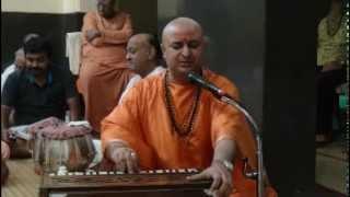 Swami Nalinanand Giri Ji- Satsang(Bhajan) In Anand Ashram KANHANGAD,KERALA Part1