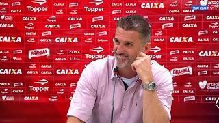 Vagner Mancini dá bronca em repórter após jogo contra o Corinthians - 19/08/2017 Repórter diz que Rubro-Negro deu apenas...